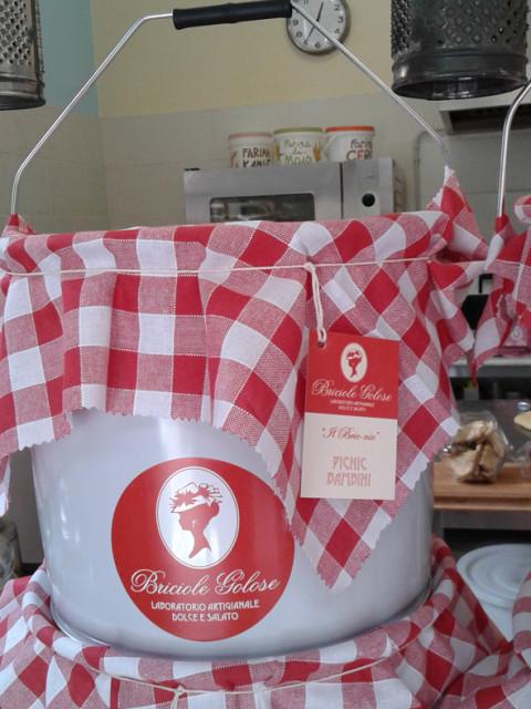 briciole golose laboratorio dolce e salato artigianale bologna cestino latta per pic nic